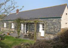 Rowards Cottage & Swallows, Bodrugan Barton