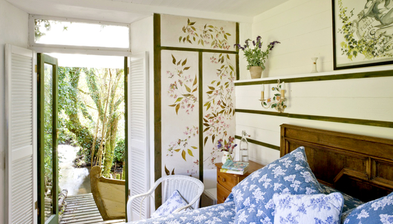 Fingals Folly and Wisteria Balcony Suite - Gallery