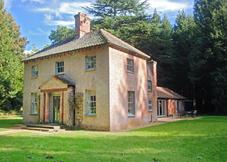 Bear's Cottage & 200 Acre Wood