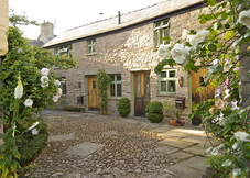 Hideaways in Hay: The Coach House & Stables