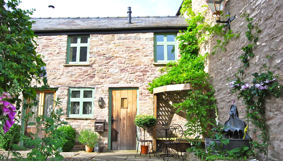 Hideaways in Hay: The Coach House & Stables - gallery